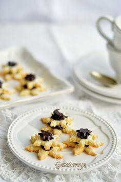Gesztenye receptjei: Kókuszos keksz csokoládékrémmel töltve Naan, My Recipes, Cereal, Oatmeal, Treats, Cookies, Breakfast, Food, The Oatmeal