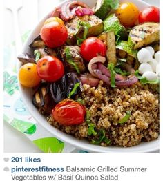 Balsamic grilled summer veggies w/basil quinoa. We eat balsamic grilled veggies all summer, but I love the addition of quinoa. Perfect for meatless Mondays (and Tuesday and Friday in our house! Think Food, I Love Food, Fun Food, Salada Light, Smoothies Vegan, Whole Food Recipes, Cooking Recipes, Dinner Recipes, Dinner Ideas