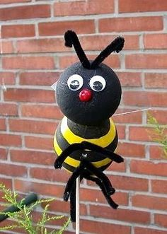 Free Summer Crafts for Kids - Styrofoam Bumble Bee Insect Crafts, Bug Crafts, Camping Crafts, Garden Crafts, Daycare Crafts, Summer Crafts For Kids, Spring Crafts, Summer Fun, Teddy Bear Party