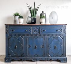 Blue Painted Buffet Makeover Blue painted furniture inspiration for your next DIY painted furniture project! Blue Painted Furniture, Painted Buffet, Paint Furniture, Furniture Projects, Rustic Furniture, Furniture Makeover, Painted Dressers, Furniture Stores, Wood Buffet
