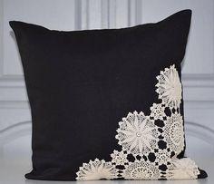 Vintage Doily Pillow Black / Ivory