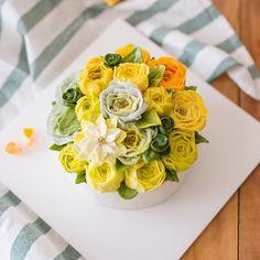 심화반 첫번째 시간입니다. butter cream flowercake . . student's work . #루이스케이크 #플라워케익 #웨딩케이크 #플라워케이크 #플라워케이크클래스 #버터크림 #버터크림케이크 #꽃케이크 #꽃 #꽃스타그램 #케익스타그램 #맛스타그램 #먹스타그램 #베이킹 #홈베이킹 #floral #flowers #flowercake #flowerstagram #instadaily #instagood #instalike #baker #cake #cupcakes #wiltoncake #weddingcake #花ケーキ #生日蛋糕 #koreaflowercake