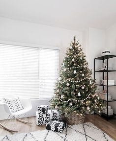 minimal-scandinavian-christmas-tree-lit #christmas #christmasiscoming #merrychristmas #winter #Santa