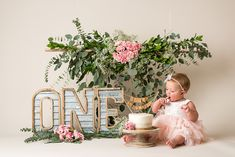 The hanging piece 1st Birthday Photoshoot, 1st Birthday Party For Girls, 1st Birthday Pictures, Baby Birthday, Happy First Birthday, Birthday Ideas, Baby Cake Smash, 1st Birthday Cake Smash, Cake Smash Cakes