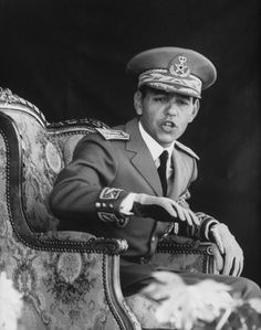 Hassan II became king. He ruled until he died in Le Roi Hassan 2, Lalla Salma, Royal Throne, History Taking, African Royalty, Royal Society, History Timeline, Royal Prince, S Pic