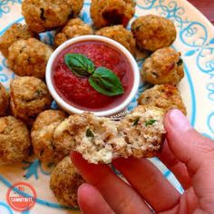With Peanut Butter on Top: Cauliflower Pizza Bites Cauliflower Pizza Bites, Cauliflower Recipes, Cauliflower Cheese, Healthy Snacks, Healthy Recipes, Healthy Eats, Pizza Recipes, Diabetic Snacks, Healthy Sides