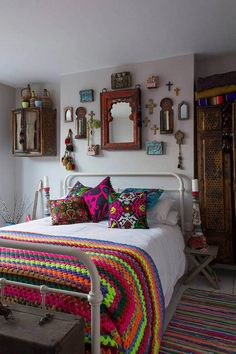 Chic decor 5 gypsy bedroom, bohemian bedding, bohemian bedrooms, bohemian a Bohemian Bedroom Decor, Bohemian Style Bedrooms, Bohemian Apartment, Gypsy Bedroom, Bohemian Bedding, Bohemian Room, Modern Bohemian, Hippie Boho, Boho Decor