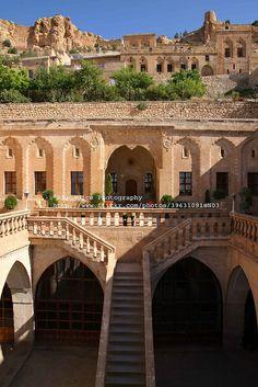 Old Caravanserai, Mardin, Turkey - Turkey - Architecture Beautiful Architecture, Beautiful Buildings, Old Caravan, Ankara, Places To Travel, Places To See, Places Around The World, Around The Worlds, Wonderful Places