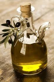 El aceite de onagra tiene grandes beneficios en ginecología y se utiliza tanto en la menopausia como en la regulación de la menstruación, amén de otras patologías.   El uso inicial de la onagra fue durante mucho tiempo el que le dieron los nativos americanos, que no era otro que el de tratar enfermedades como el asma o para sanar heridas y problemas de la piel. En la actualidad se utiliza, sobre todo, el aceite que se extrae de su fruto.