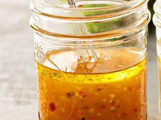 Oxymel ist ein uraltes Heilmittel, das aus Honig und Essig besteht und unter anderem gegen Erkältungen hilft. Mit diesem Rezept bereitest