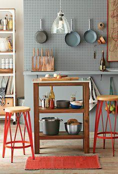 Pegboard kitchen/ gaatjesbord aan de muur - organise & display your equipment