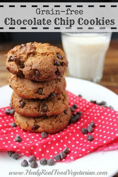 Easy, delicious and very moreish grain free almond flour chocolate chip cookies. I have to say that these gluten-free or grain-free chocolate chip cookies are the best I've had! Paleo Dessert, Healthy Sweets, Healthy Dessert Recipes, Whole Food Recipes, Free Recipes, Paleo Recipes, Make Almond Flour, Coconut Flour, Sin Gluten