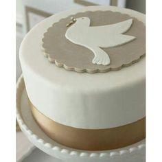 Esta torta para primera comunión nos encanta por su sencillez y sobriedad. Les comparto la idea como inspiración. #primeracomunion #comunión #firstcommunion #communion #festishop #fiestastemáticas #festishopdeco #ideasparafiestas