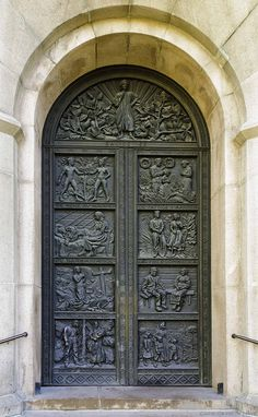 the great families had scenes carved on their front doors of their ancestor's heroics and deeds