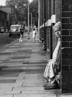 Old Lady Sitting in a Doorway - Manchester 1968 Shirley Baker Manchester Street, Manchester Uk, Shirley Baker, 1960s Britain, Social Realism, Street Portrait, Salford, Photographs Of People, Famous Photographers
