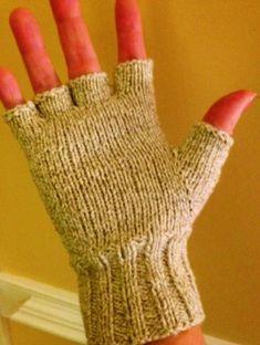 Knitting loom mittens hand warmers 15 Ideas for 2019 Crochet Fingerless Gloves Free Pattern, Fingerless Gloves Knitted, Mittens Pattern, Knit Mittens, Christmas Knitting Patterns, Baby Knitting Patterns, Loom Knitting, Hand Knitting, Crochet Patterns