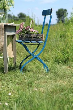 Garden bench seating old chairs 39 trendy Ideas Old Chairs, Vintage Chairs, Outdoor Chairs, Outdoor Furniture Sets, Blue Furniture, Furniture Ideas, Bedroom Furniture, Vintage Outdoor Decor, Azul Anil