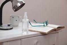 Relaxační sprej pro dobrý spánek Desk Lamp, Table Lamp, Home Decor, Lamp Table, Office Lamp, Room Decor, Table Lamps, Home Interior Design, Decoration Home