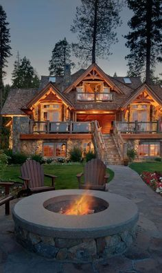 Awesome Mountain house with outdoor fireplace! #mountain #mountainhouse #mountainhousedecor #homedecor #homedecorideas
