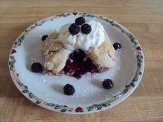 Flour Me With Love: Blackberry Dumplings Blueberry Dumplings, Yummy Snacks, Delicious Desserts, Sweets Recipes, Cooking Recipes, Fun Recipes, Chocolate Pumpkin Cake, I Love Food, Fun Food
