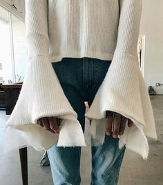 Love the sleeves on this cute casual top. Fall Winter Outfits, Autumn Winter Fashion, Spring Fashion, Winter Wear, Looks Style, Style Me, Capsule Wardrobe, Vogue, Mode Style