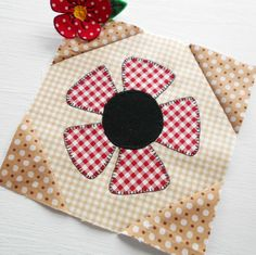 """Block 84 - Patchsmith Daisy. Simple applique and quick patchwork corners make up this floral 6"""" block."""