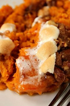 Sweet Potato Casserole with Praline Marshmallow Topping Sweet Potato Casserole with Praline Marshmallow Topping Recipe – a Thanksgiving dinner classic with two delicious toppings! Sweet Potato Souffle, Sweet Potato Casserole, Casserole Dishes, Casserole Recipes, Thanksgiving Casserole, Thanksgiving Recipes, Fall Recipes, Sweet Recipes, Christmas Recipes