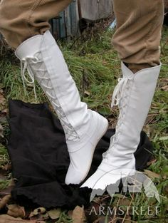 "Stivali medievali ""Foresta"" di ArmStreet http://armstreetitaly.com/negozio/calzature/stivali-medievali-foresta-bianco"
