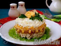 """Предлагаю вам очень простой в приготовлении, вкусный салат с курицей """"Оля-ля"""". Такой салатик подойдёт тем, кто любит лёгкие салаты и следит за своей фигурой. Салат может стать самостоятельным завтраком или ужином, а майонез можно заменить на густой йогурт. Формировать блюдо можно с помощью ..."""
