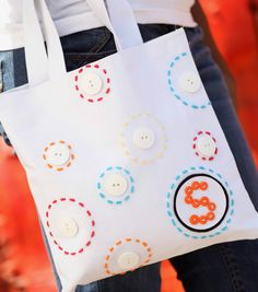 This monogrammed button tote is sew adorable! We love quick and easy craft projects like this one!