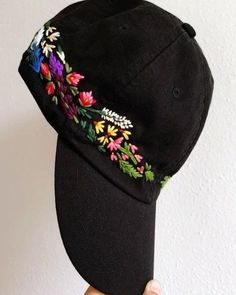 Hat Embroidery, Embroidery On Clothes, Embroidery Fashion, Hand Embroidery Designs, Bone Floral, Bone Bordado, Embroidered Hats, Girl With Hat, Diy Clothes