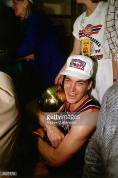 Fotografia de notícias : Bill Laimbeer of the Detroit Pistons holds the...