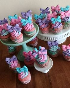 Take your JoJo party to the next level with these 13 Fun JoJo Siwa Party Ideas. Get ideas for cakes, decorations, party supplies, favors, and more. Bow Cupcakes, Cupcake Party, Birthday Cupcakes, Party Cakes, Cupcake Cakes, Party Sweets, 7th Birthday Party Ideas, Unicorn Birthday Parties, 10th Birthday