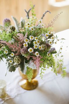 wildflower centerpiece for reception table #weddingreception #tabledecor #centerpiece http://www.weddingchicks.com/2014/01/21/good-mood-metallic-wedding/