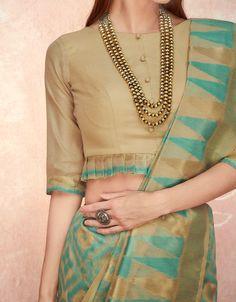 Designer Lehengas, Designer blouses, Kurtis and Kids wear Inspiration . DM for credits & removal❤ . Sari Design, Choli Blouse Design, Designer Blouse Patterns, Fancy Blouse Designs, Blouse Neck Designs, Indian Blouse Designs, Cotton Saree Blouse Designs, Saree Blouse Patterns, Designer Kurtis
