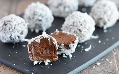 These easy Avocado Truffles are a great way to satisfy your sweet tooth without having to indulge in unhealthy desserts. They're gluten free & dairy free! Vegan Sweets, Healthy Desserts, Raw Food Recipes, Avocado Recipes, Delicious Recipes, Healthy Treats, Healthy Baking, Paleo Dessert, Dessert Recipes