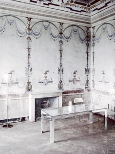Beautiful Italian motif on walls.