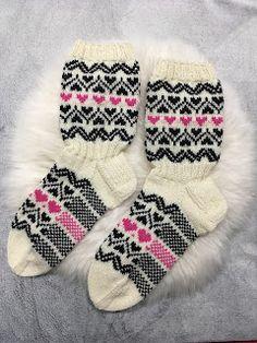 Knitting Socks, Fun Projects, Slippers, Marimekko, Crochet, Baking, Google, Fashion, Knit Socks