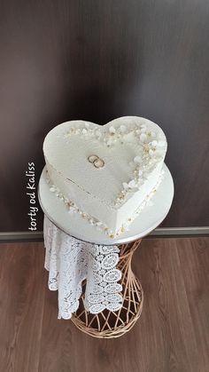 Heart Shaped Wedding Cakes, Heart Shaped Cakes, Heart Cakes, Creative Cake Decorating, Creative Cakes, Pretty Wedding Cakes, Crochet Christmas Decorations, Purple Themes, Bridal Shower Cakes