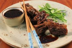 Crispy chilli beef with Asian dipping sauce - Make delicious beef recipes easy, for any occasion Crispy Chilli Beef, Beef Flank Steak, Five Spice Powder, Beef Recipes, Spices, Easy Meals, Asian, Food, Meat Recipes