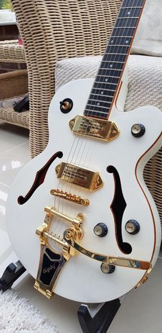Learn to play the gibson guitar by using these straightforward guidelines. Trying to play a guitar is not hard to learn, and may open up countless musical doors. Guitar Pics, Easy Guitar, Cool Guitar, Guitar Room, Electro Acoustic Guitar, Guitar Chords, Custom Bass Guitar, Guitar Photography, Cheap Guitars