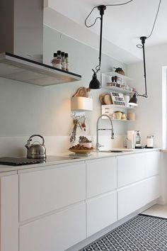Ikea Kitchen Design, Modern Kitchen Design, Home Decor Kitchen, Kitchen Living, Kitchen Interior, New Kitchen, Home Kitchens, Cocina Shabby Chic, Industrial Home Design