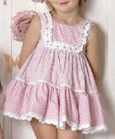 Esquema de modelagem de VESTIDO com dois babados, decote quadrado e pala para cr. Dresses Kids Girl, Little Girl Dresses, Kids Outfits, Children Dress, Fashion Kids, Girl Fashion, Dress Anak, Baby Dress Patterns, Girl Online