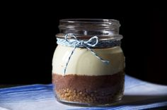 Un mix tra un tiramisù e una cheesecake. Fu così che nacque il Tiramicake. La spumosità e la leggerezza delle creme vi sorprenderanno.