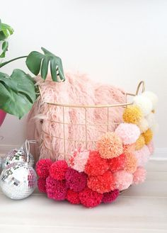 pom pom basket made at home! pom pom basket made at home! Crafts To Sell, Kids Crafts, Diy And Crafts, Craft Projects, Arts And Crafts, Knitting Projects, Preschool Crafts, Craft Tutorials, Pom Pom Crafts