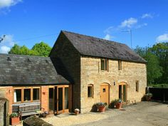 Little Barn, Chipping Norton, Gloucestershire Little Barn, Stone Cottages, Honey Colour, Workshop, Cabin, House Styles, Color, Home Decor, Atelier