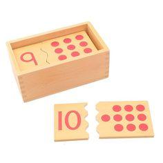 Set de 10 puzles de madera, perfectos para unir piezas de números con su representación numérica en puntos. Incluye20 piezasy1 caja de maderapara almacenar y transportar fácilmente las piezas. Este material de la metodología Montessori es perfecto para enseñar a los niños a relacionar la cantidad con el número, ya que cada pieza se une con su pareja por un troquelado especial. Además, es una manera fácil de ayudar al niño a aprender la numeración y el conteo del 1 al 10. Es ideal como… Preschool Games, Montessori Activities, Activities For Kids, Router Projects, Wood Projects, Diy Sensory Board, Kids Wood, Wood Toys, Diy Toys