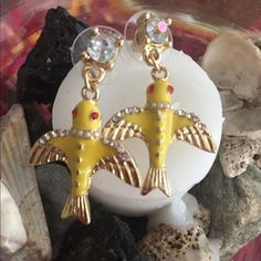 """Yellow bird/round crystal drop earrings Great shape. Clean. No damage. Measure about 1 1/2"""" length. Jewelry Earrings"""