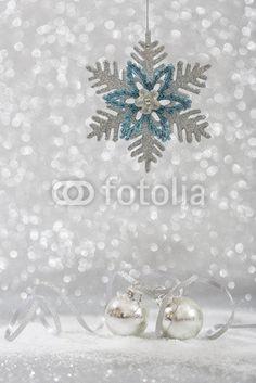 Slberner Hintergrund mit Weihnachtsdekoration