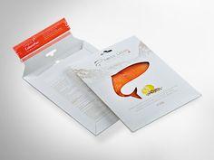 ColomPac® Versandtasche CP 012 umgewandelt in eine Verkaufsverpackung für Räucherlachs mit origineller Ausstanzung. Selbstklebeverschluss für einfaches Verschließen, Eurolochung und Aufreißfaden.• #Dinkhauser #offset #packaging #karton #nachhaltig #plasticfree #keinplastik #verkaufsverpackung #verpackungsdesign #lebenmittelverpackung